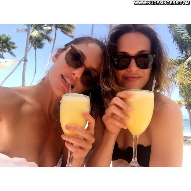 Mandy Moore Miscellaneous Celebrity Medium Tits Posing Hot Singer