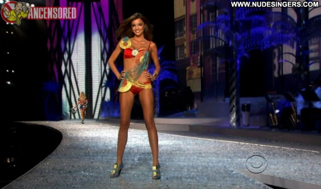 Miranda Kerr Victoria S Secret Fashion Show Hot International