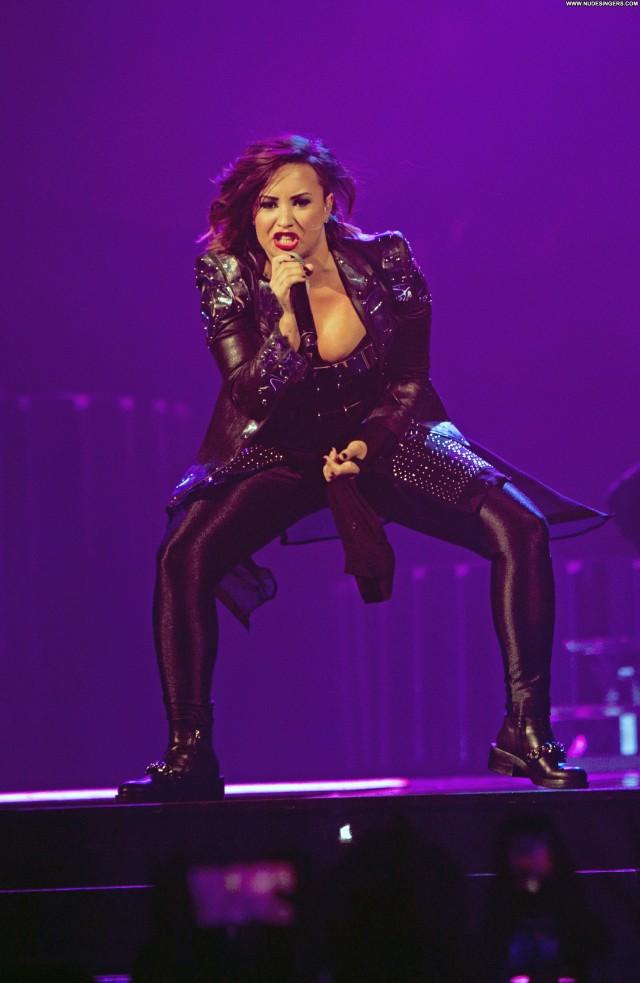 Demi Lovato Performance Beautiful Sensual Pretty Celebrity Stunning