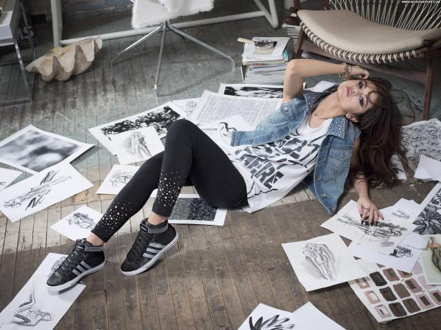 Selena Gomez New York Sensual Stunning Celebrity Gorgeous Posing Hot