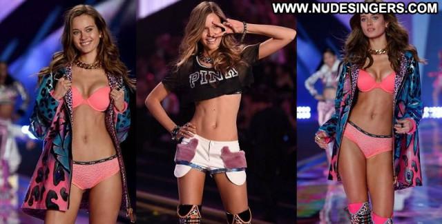 Monika Jagaciak Fashion Show Babe London Beautiful Celebrity Posing
