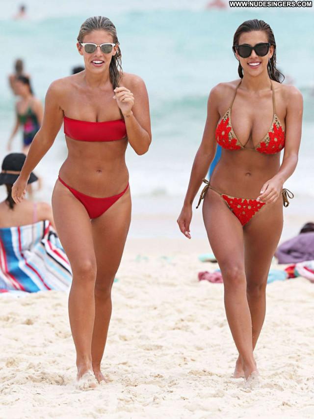 Natasha Oakley No Source  Posing Hot Babe Beautiful Celebrity
