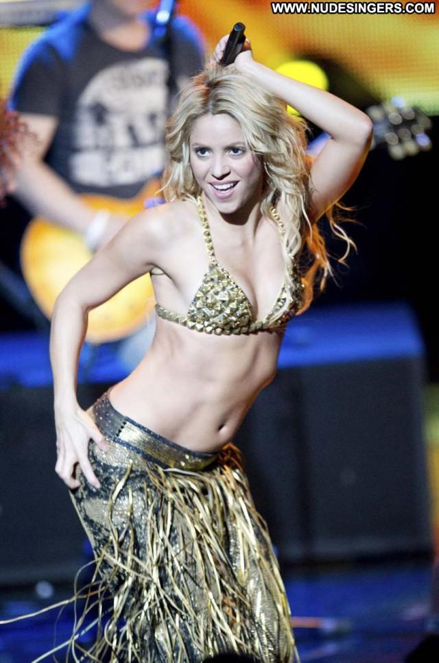 Shakira No Source Posing Hot Beautiful Celebrity Laundry Babe Hot
