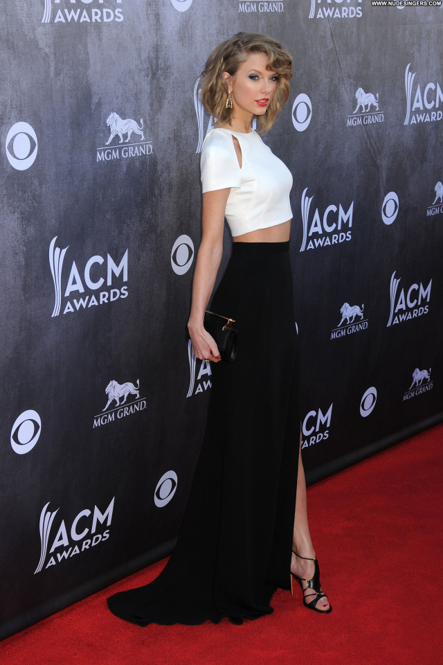 Taylor Swift Celebrity Beautiful Babe Posing Hot Cute Doll Hot Sexy