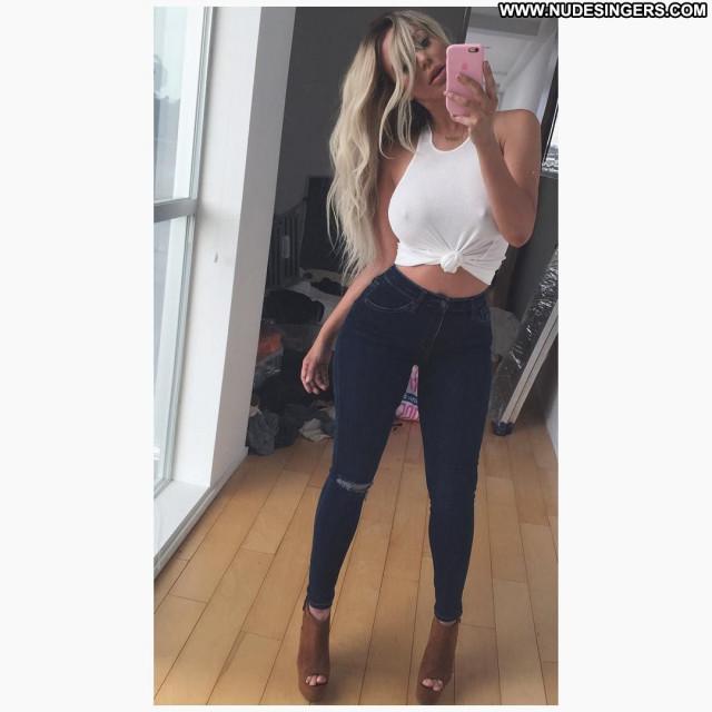 American Singer No Source  Selfie Posing Hot Celebrity Beautiful Babe