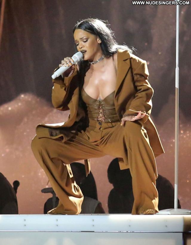 Rihanna Live Performance Singer Babe Celebrity American Live Posing