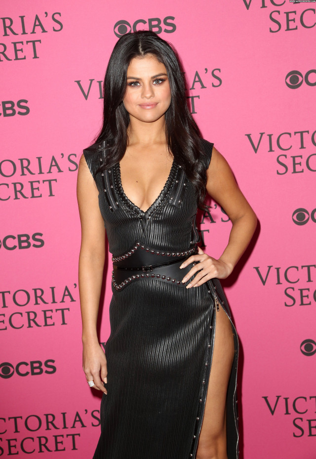 Selena Gomez Fashion Show Sexy Cleavage Celebrity Posing Hot Babe