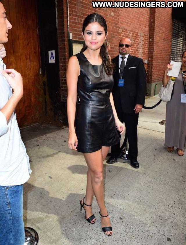 Selena Gomez Fashion Show Beautiful Pokies American Fashion Posing