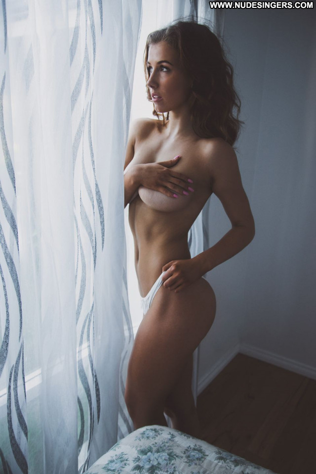 Susan Muhling Australian Posing Hot Fitness Sexy Babe Celebrity