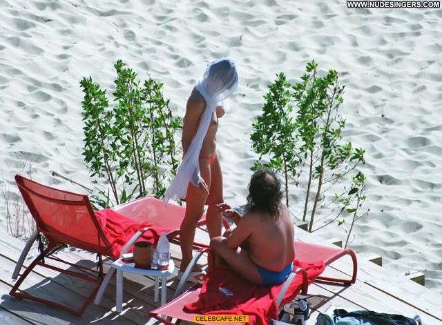 Elizabeth Hurley Paparazzi Shots Paparazzi Babe Beach Posing Hot