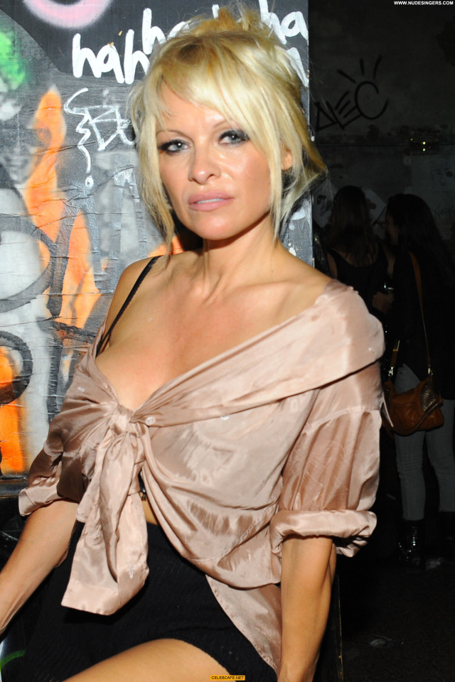 Pamela Anderson No Source Cleavage Babe Celebrity Sexy Beautiful