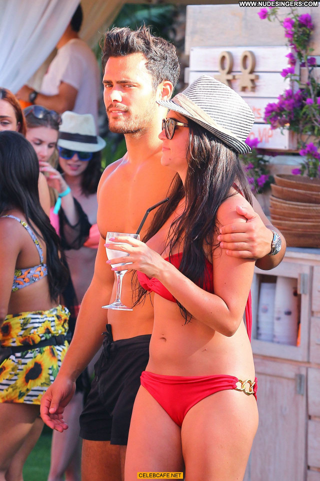 Casey Batchelor No Source Posing Hot Beautiful Friends Pool Babe
