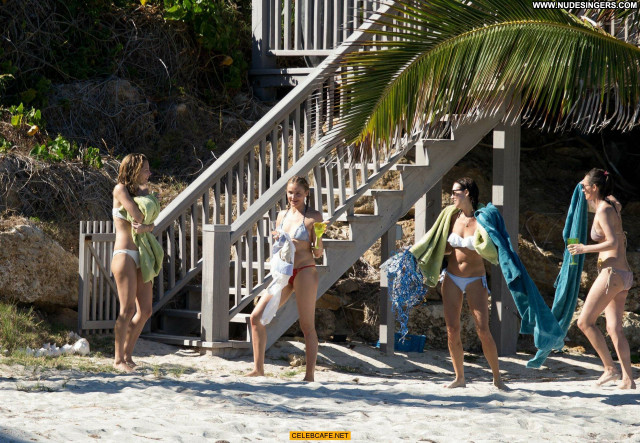 Cameron Diaz The Beach Toples Topless Posing Hot Babe Celebrity