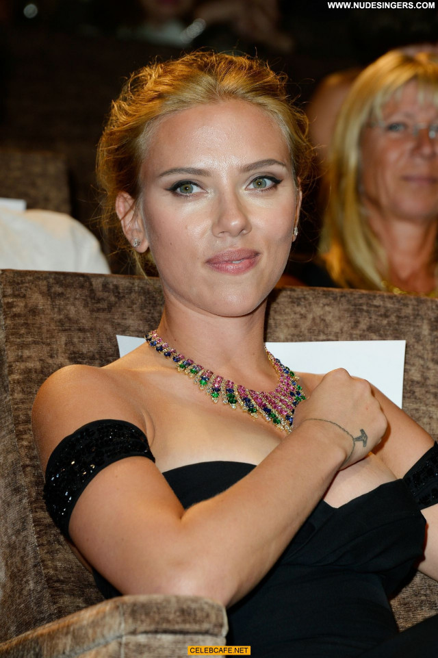 Scarlett Johansson Under The Skin Cleavage Beautiful Posing Hot Sexy