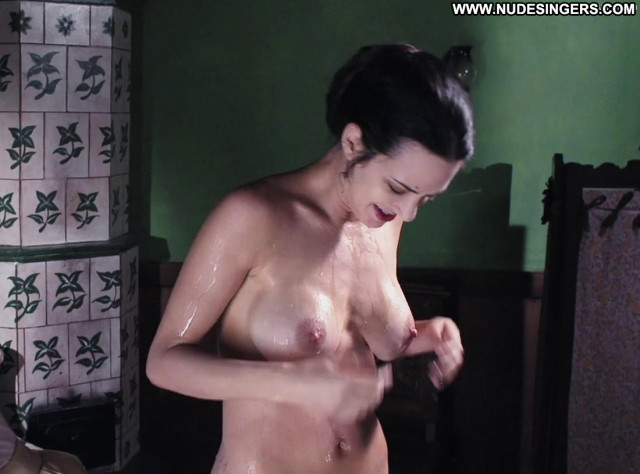 Asia Argento Full Frontal Full Frontal Toples Beautiful Celebrity
