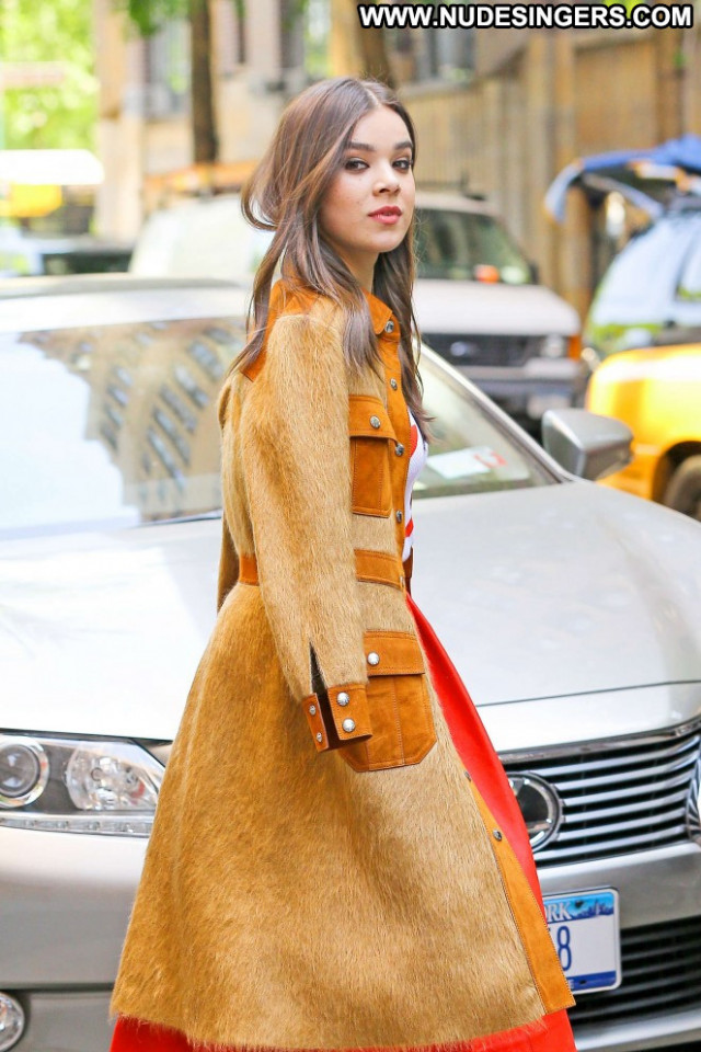 Hailee Steinfeld The View Babe Beautiful Celebrity Posing Hot Nyc