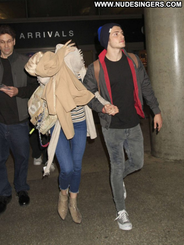 Bella Thorne Lax Airport Beautiful Los Angeles Celebrity Paparazzi