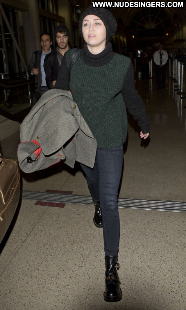 Miley Cyrus Lax Airport Lax Airport Beautiful Celebrity Paparazzi