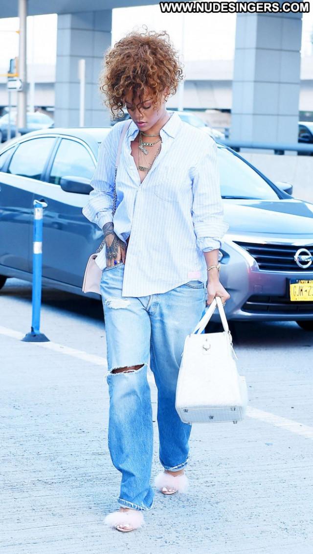 Rihanna Jfk Airport In Nyc Babe Jeans Paparazzi Posing Hot Beautiful