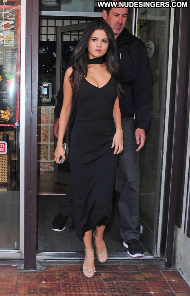 Selena Gomez Paparazzi Celebrity London Black Train Posing Hot Babe