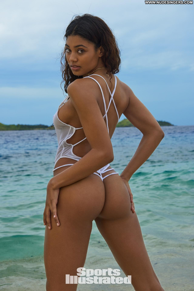 Danielle Herrington Sports Illustrated Swimsuit Babe Model Swimsuit