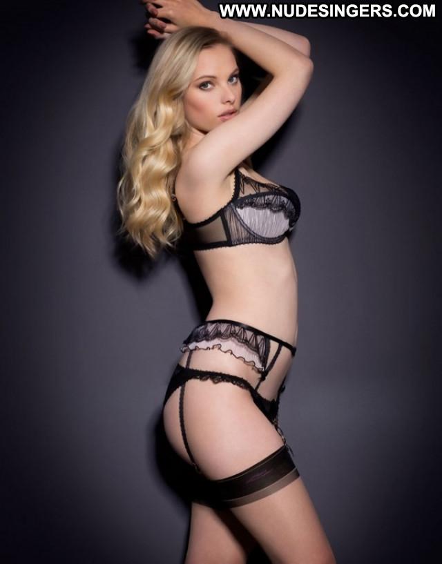 Sarah Stephens The Moment Italy Sex Model European Celebrity Posing