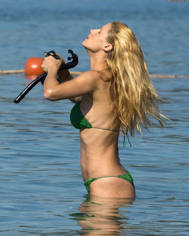 Michelle Hunziker The Beach Actress Sexy Model Twitter Posing Hot