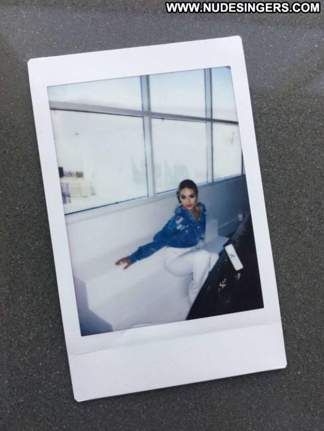 Pia Toscano On Line Fashion Celebrity Babe Beautiful Paparazzi Posing