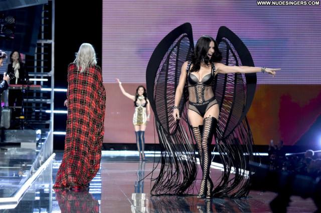 Candice Swanepoel Fashion Show Beautiful Magazine Sexy Lingerie