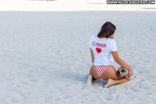 Amira Casar Anna Nicole Xxx Dad Toples Beautiful Sexy Beach Bar