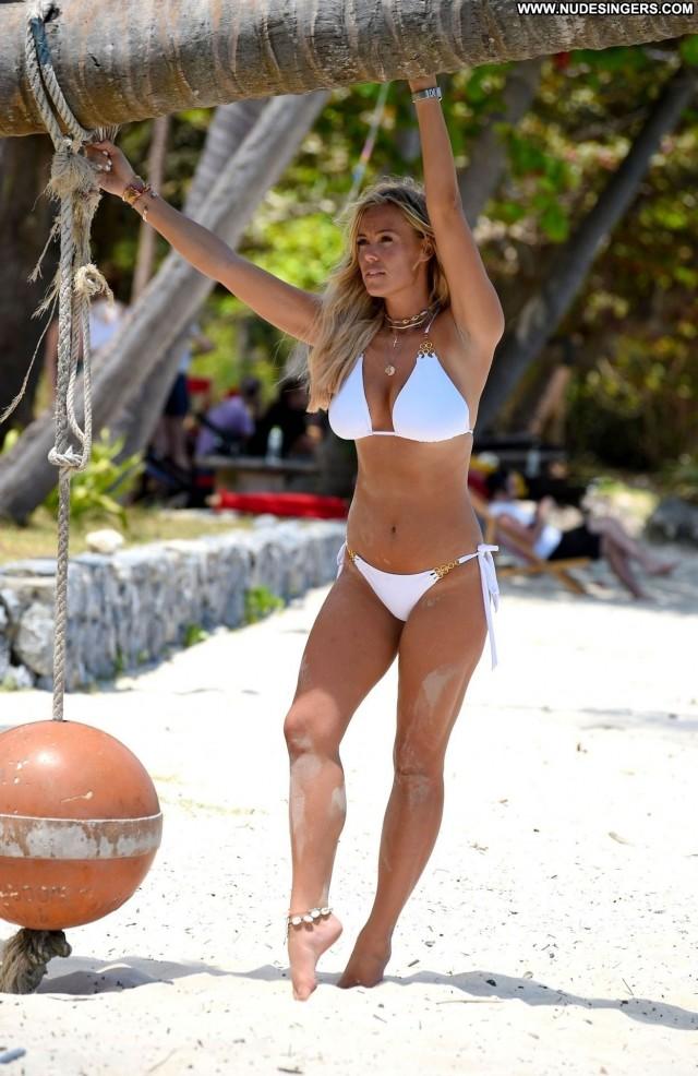 Chloe Meadows No Source Big Tits Busty Bikini Winter Italy Posing Hot