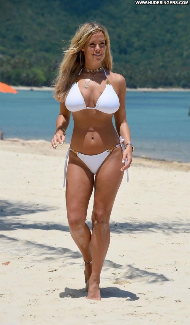 Chloe Meadows No Source Busty Big Tits Winter Italy Bikini Celebrity