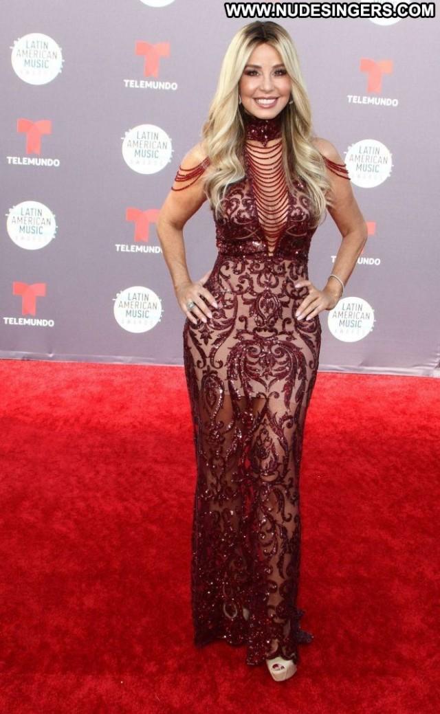 Myrka Dellanos American Music Awards Paparazzi Awards Beautiful