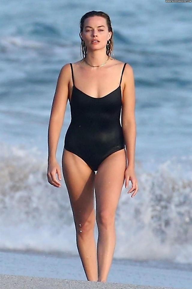 Margot Robbie The Beach Beautiful Babe Videos Husband Couple Sex Sexy