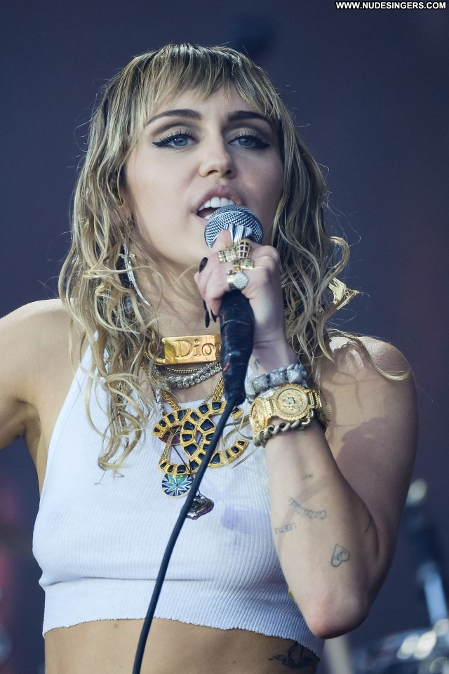 Miley Cyrus No Source Babe Beautiful Posing Hot Celebrity