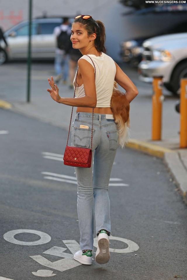 Sara Sampaio No Source Jeans Paparazzi Babe Beautiful Posing Hot