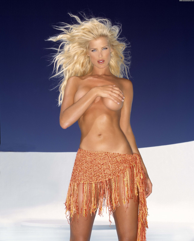 Victoria Silvstedt No Source Beautiful Celebrity Babe Posing Hot Asian